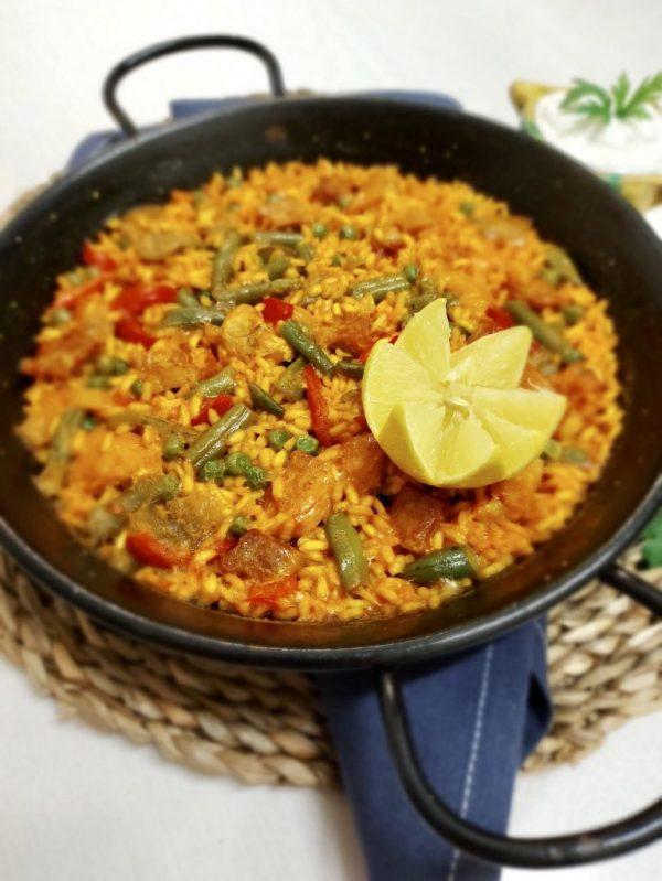Paella Mixtă de Carne de Pui și Porc