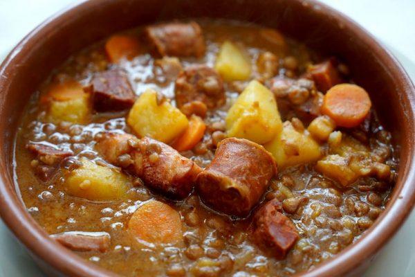Tocăniță de carne cu Linte spaniolă și Chorizo